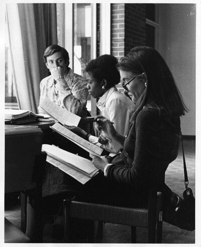 Students studying, Fletcher School of Law and Diplomacy, 1975